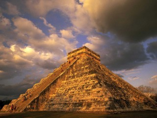 Pyramid 1600×1200